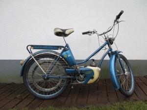 En blå Crescent Autoped från 1955 i orenoverat, ej omlackat orginalskick, startar lätt, nya däck, remdriven
